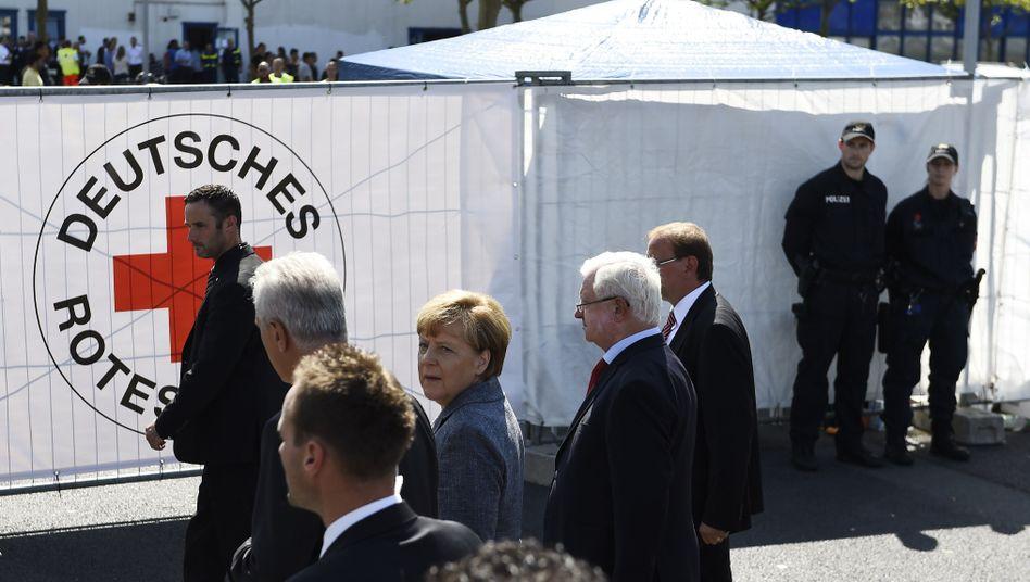 """Merkel mit Begleitern in Heidenau: """"Volksverräter, Volksverräter"""""""
