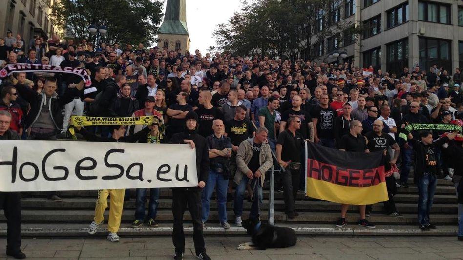 Hooligan-Demonstration (in Dortmund): Über tausend Menschen in Köln erwartet
