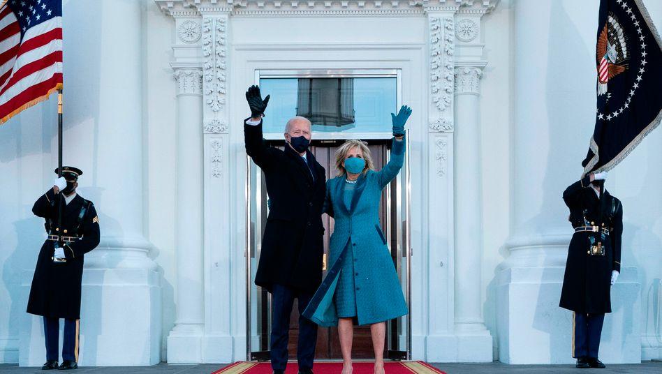 Joe und Jill Biden beim Einzug in das Weiße Haus (am 20. Januar)