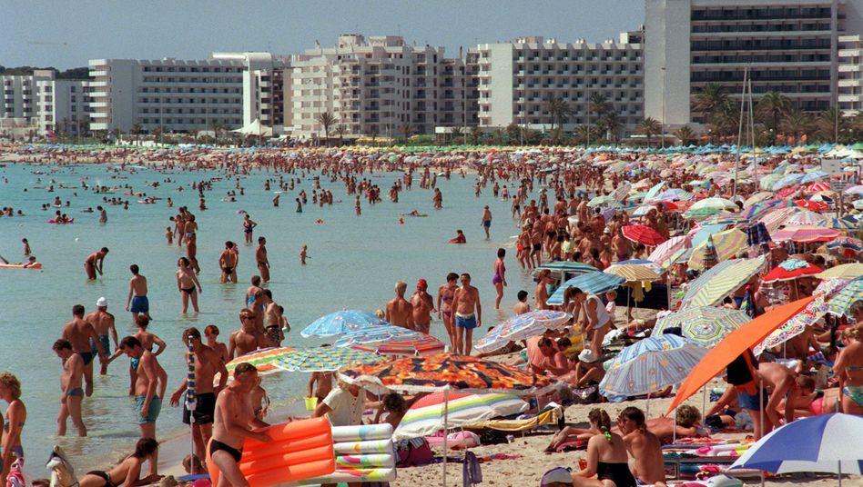 Strand auf Mallorca: Giftige Luftmatratzen können den Sommerspaß verderben