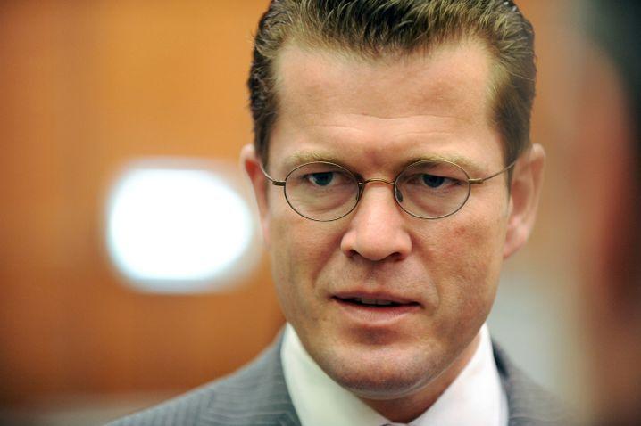 Wirtschaftsminister Guttenberg: Entwurf zur Zwangsverwaltung von Banken