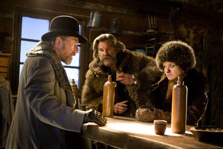 "Tim Roth (v. l.), Kurt Russell und Jennifer Jason Leigh in ""The Hateful Eight"""