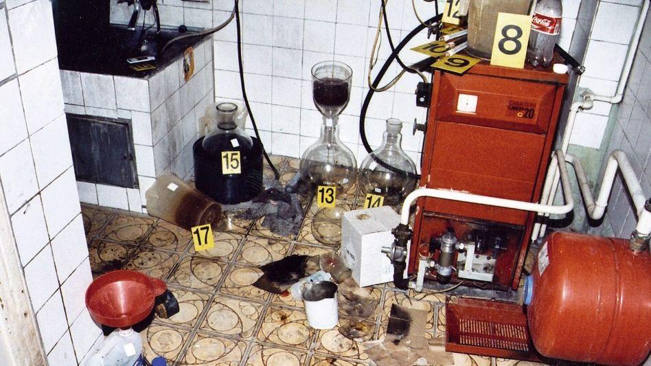 Von der Polizei ausgehobenes Crystal-Meth-Labor in Tschechien: Abhängige verlieren erst Gewicht, dann die Zähne und den Verstand