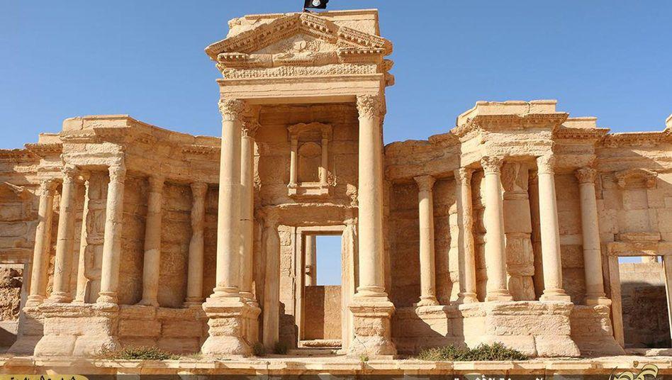 IS-Flagge über Palmyra: Dschihadisten töten Leiter der Welterbestätte