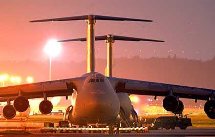 US-Galaxy-Transporter auf US-Airbase in Frankfurt am Main: Wie weit gehen die Nutzungsrechte