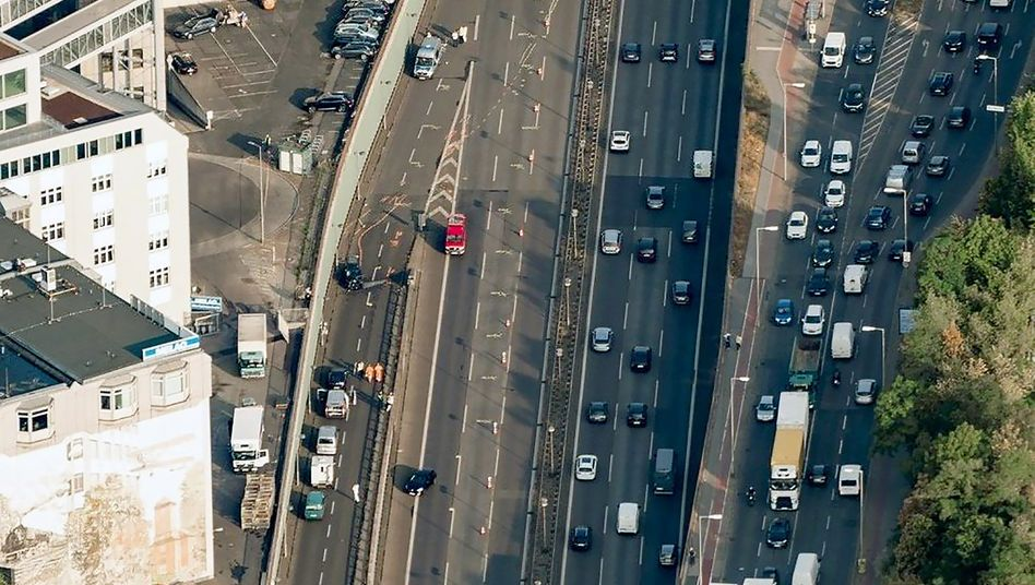 Berliner Stadtautobahn A100 nach der Tat