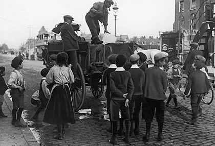 Eisverkäufer in Hythe, Südengland (1911): Wachsende Binnennachfrage nach dem kalten Gut