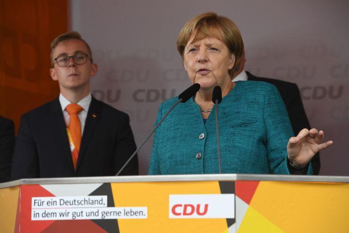Kanzlerin Merkel mit Philipp Amthor im Wahlkampf in Greifswald