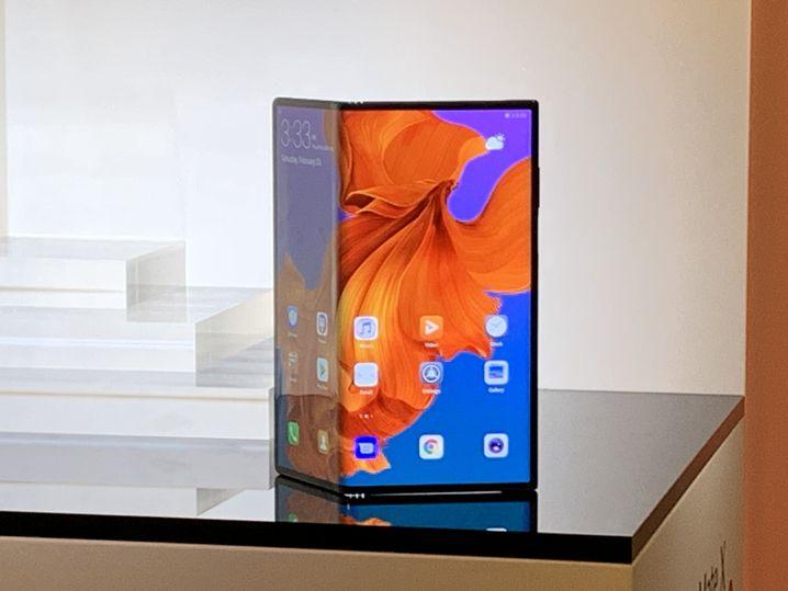 Huawei Mate X: zusammengeklappt ein normales Smartphone