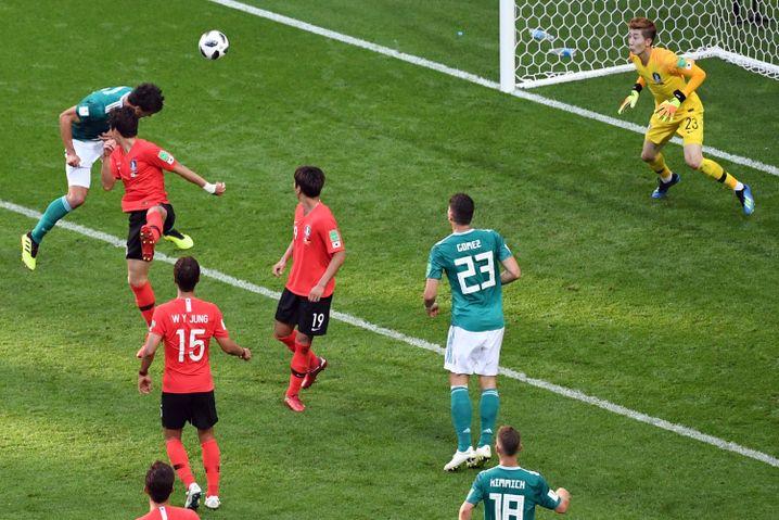 Mats Hummels verpasst das 1:0 (87.)