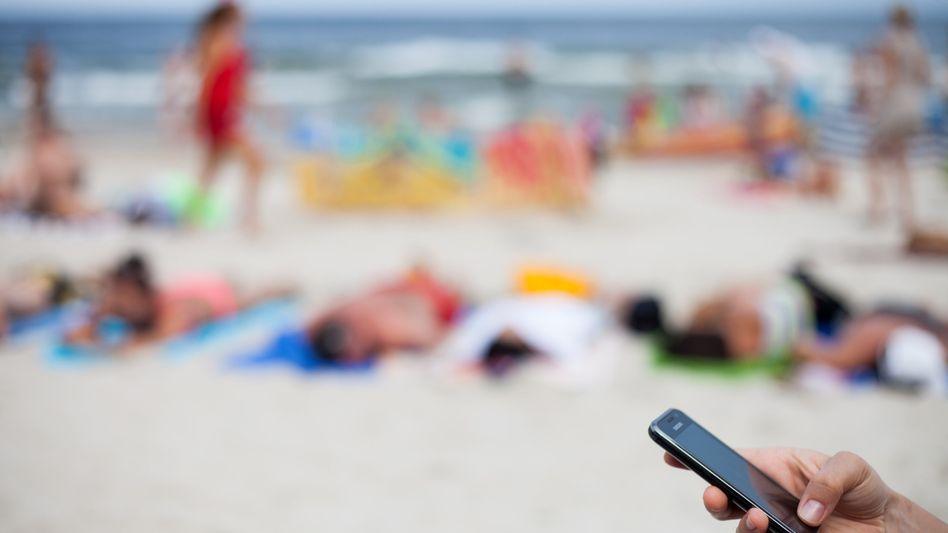 Handynutzung am Strand