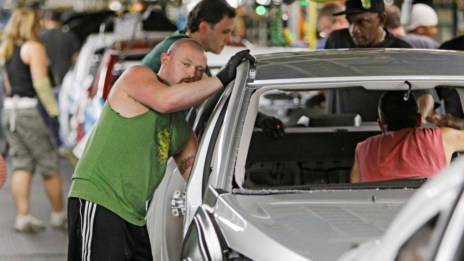 Der General-Motors-Mitarbeiter Matthew Mines arbeitet in Lordstown an einem Prototyp des Chevrolet Cruze
