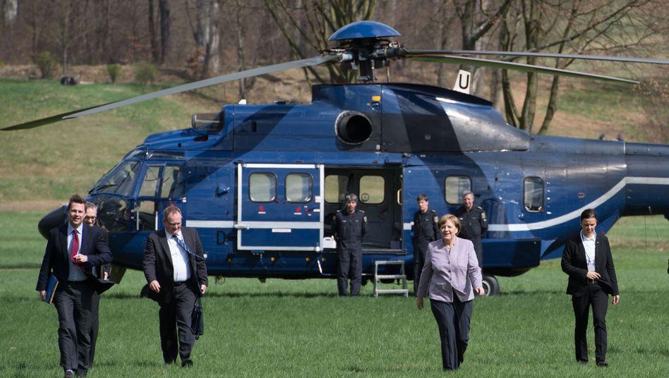 Angela Merkel mit Helikopter der Bundespolizei