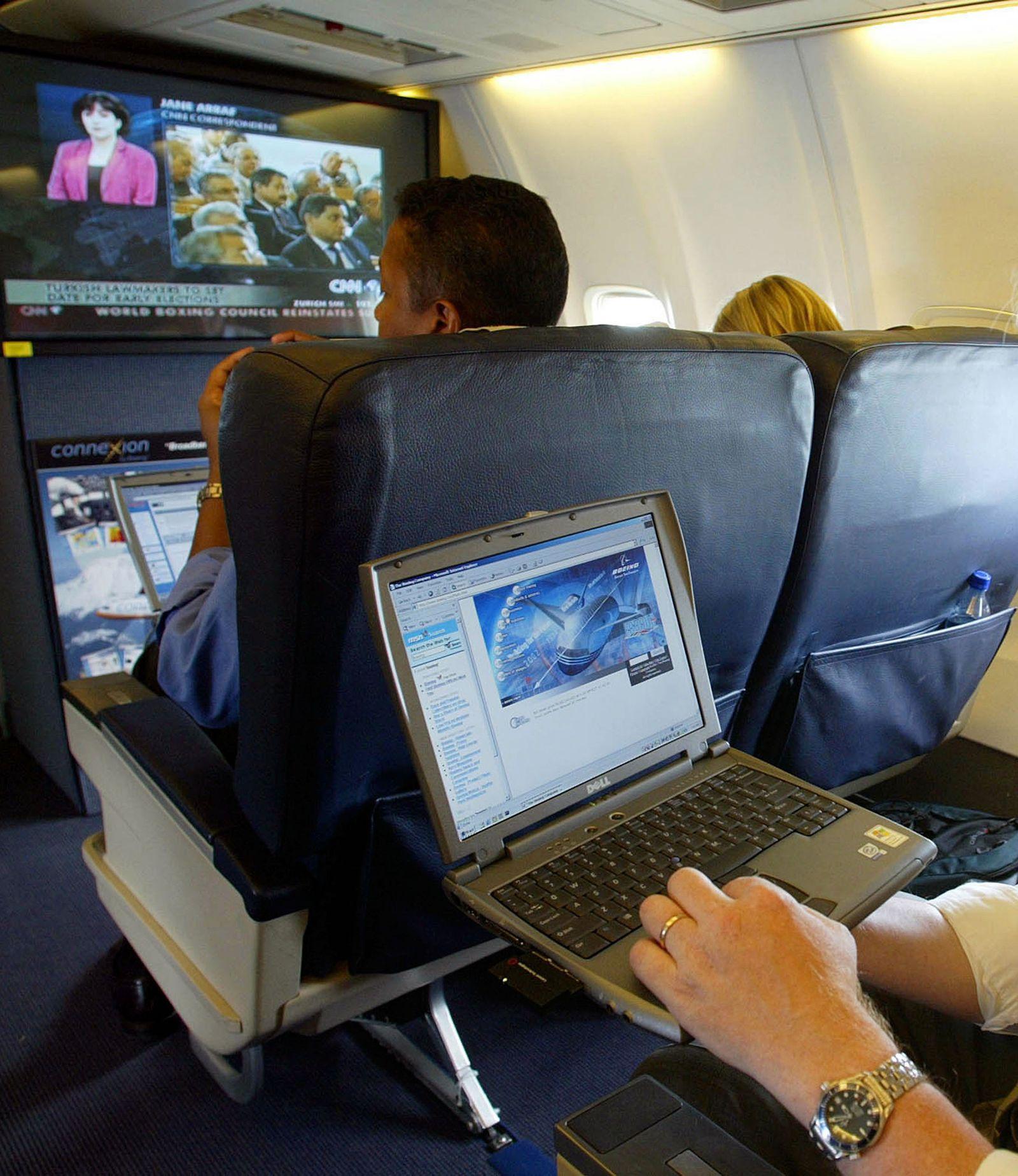 Laptop / Flugzeug / Notebook