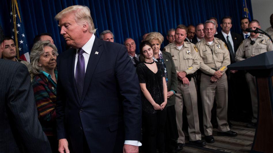 Donald Trump verlässt nach einem Auftritt vor Polizisten in Las Vegas den Saal (Archivbild)