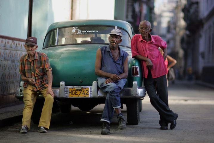 Drei Männer in Havanna