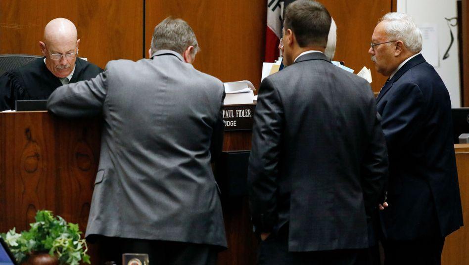 Michael Gargiulos Anwälte beraten sich mit Richter Larry Fidler