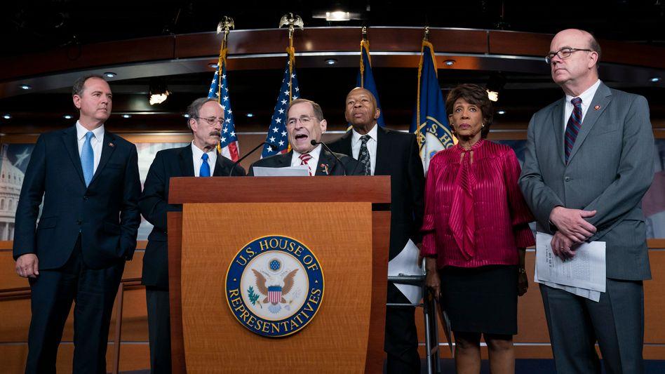 Der Vorsitzende des Justizausschusses des US-Repräsentantenhauses, Jerry Nadler (3.v.l.), mit Demokraten-Kollegen in Washington