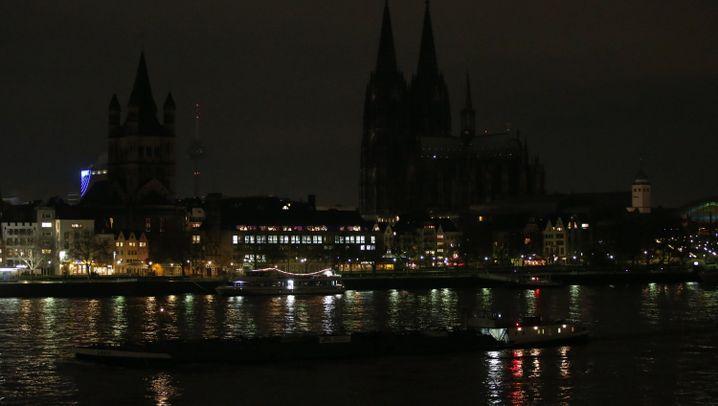 Protest gegen Pegida in Köln und Dresden: Monolog im Dunkeln