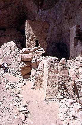 Felsensiedlung der Anasazi: Nicht wird hier restauriert, alles bleibt dem Verfall überlassen
