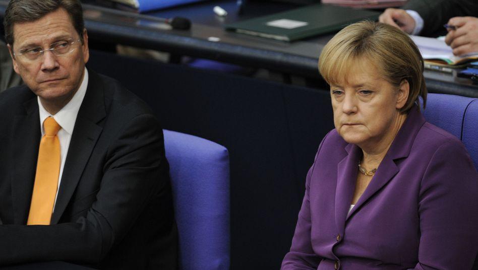 Kanzlerin Merkel, Minister Westerwelle: Deutsche glauben an vorzeitiges Koalitions-Aus