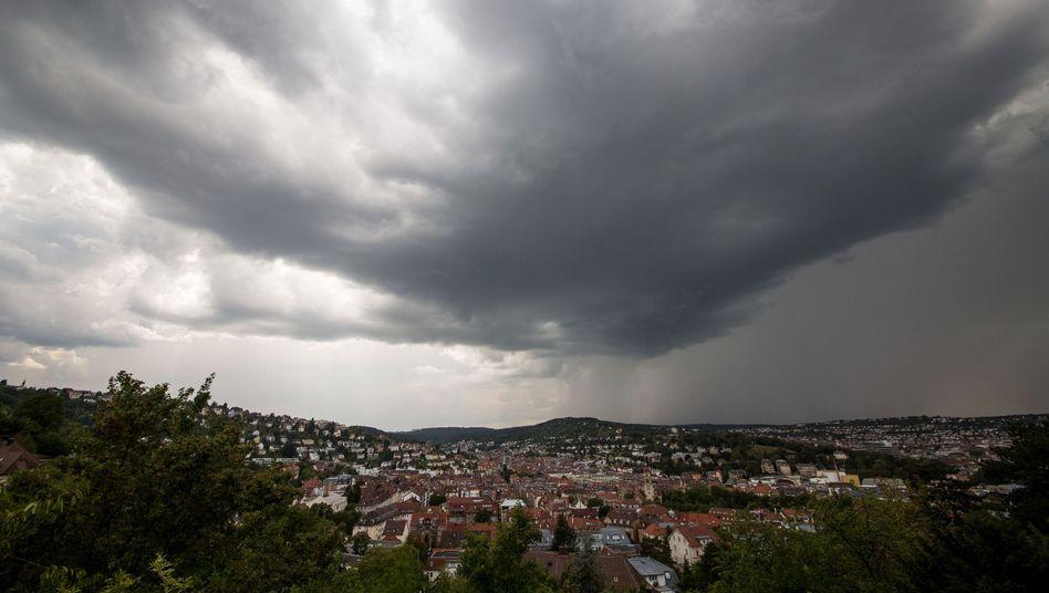 Gewitterfront über dem Stuttgarter Kessel