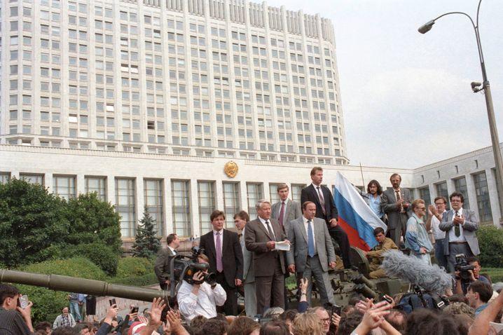 Auftritt als Volkstribun: Boris Jelzin hielt eine Ansprache von einem Panzer