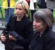Doris Schröder-Köpf und Bundestags-Vizepräsidentin Antje Vollmer