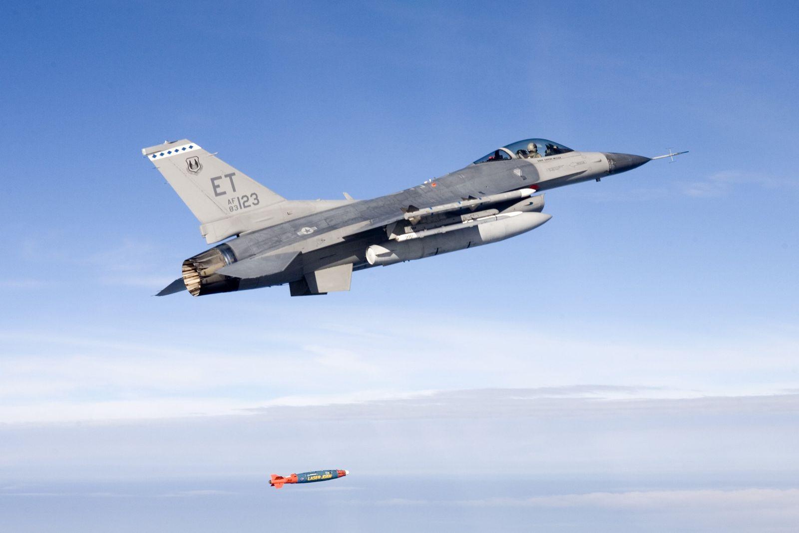 Kampfjets / F-16