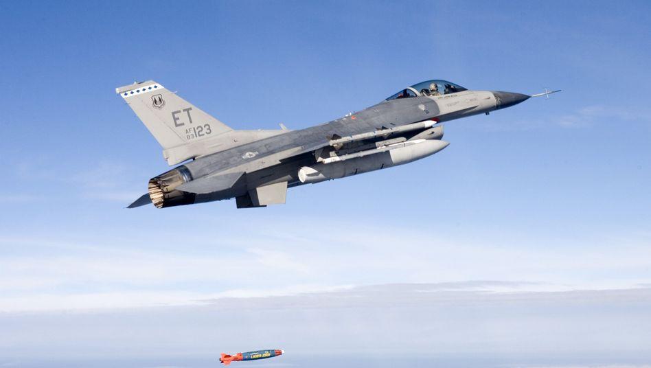 """F-16-Kampfflieger der US-Airforce: """"Gelegentlich über Reihen der Regimegegner fliegen"""""""