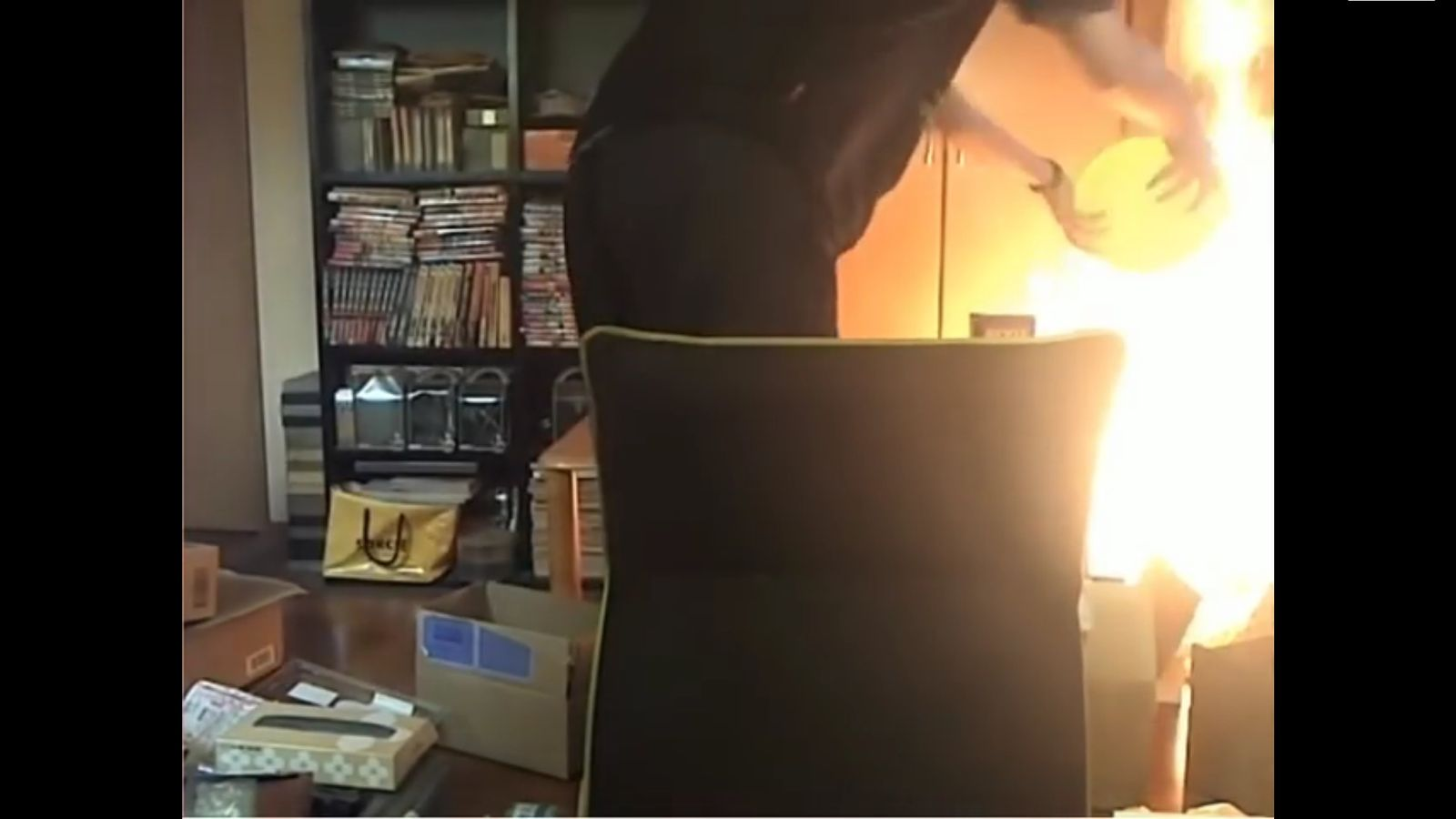 NUR ALS ZITAT Screenshot Mann brennt Wohnung ab
