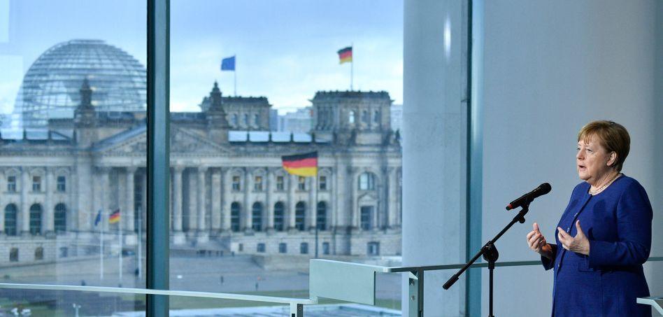 Bundeskanzlerin Angela Merkel im Kanzleramt vor einem Treffen mit Arbeitgebern und Gewerkschaftern