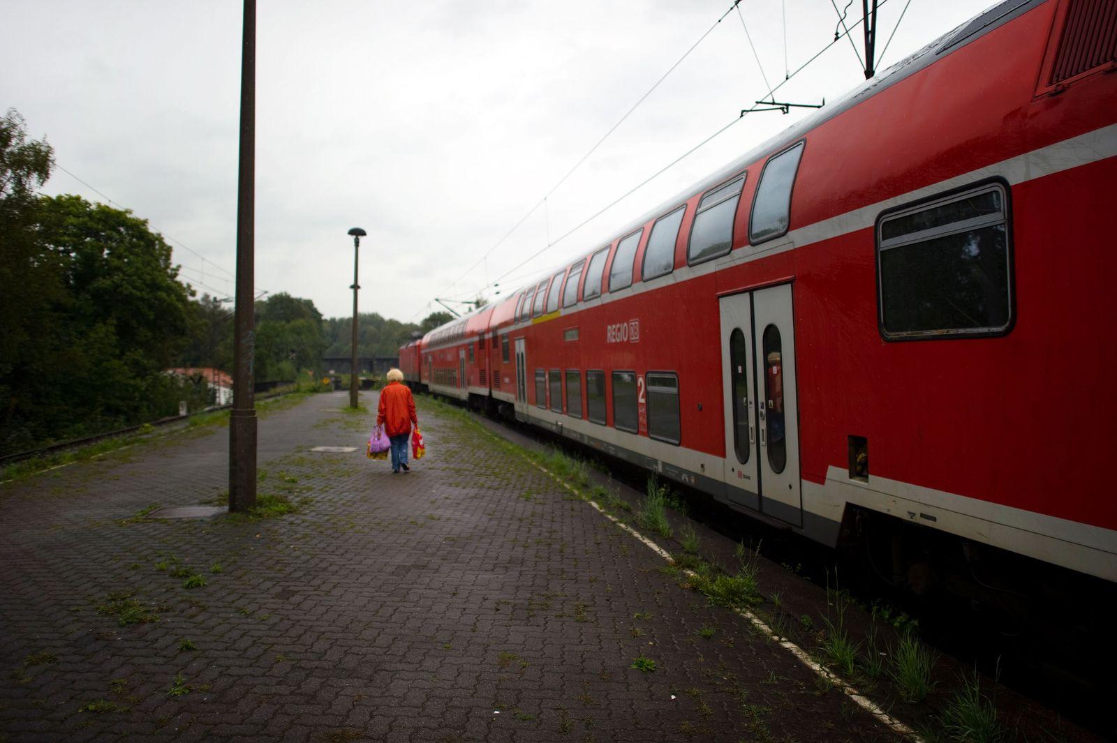 Bahn muss auch an kleinen Stationen über Verspätungen informieren