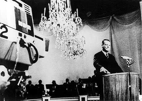 Willy Brandt bei der Ifa 1967: Per Knopfdruck brachte er das Farbfernsehen auf den Weg
