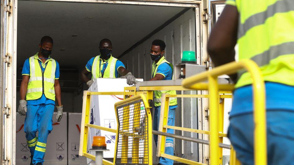 Meilenstein im Kampf gegen die Pandemie: Ghana erhält 600.000 Dosen des AstraZeneca-Impfstoffs
