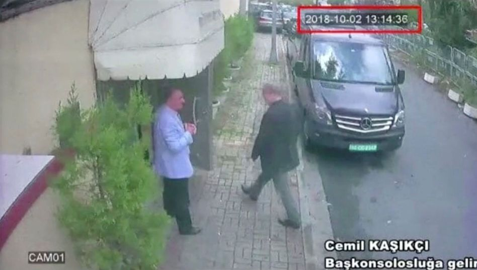 Khashoggi beim Betreten der saudi-arabischen Botschaft in Istanbul