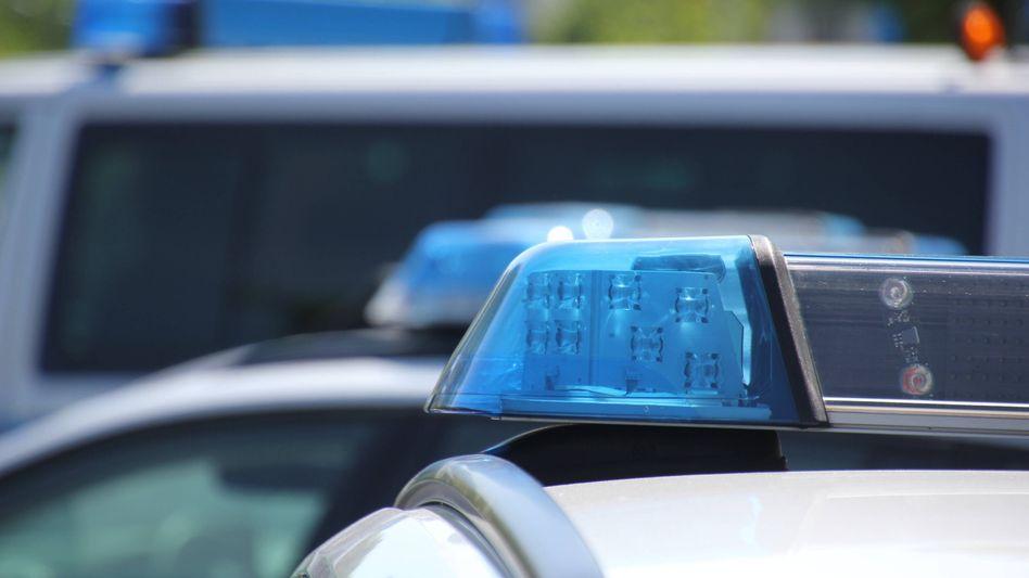 Neben Speichermedien wurden auch Waffen sichergestellt: Die Polizei hat Razzien in Sachsen durchgeführt (Symbolbild)