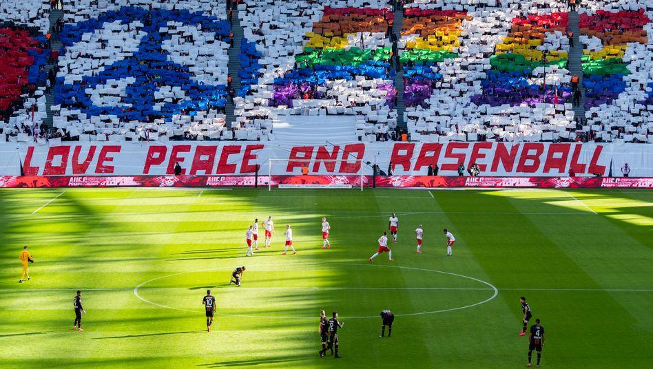 Choreografie der RB-Fans vor dem Spiel gegen Leverkusen