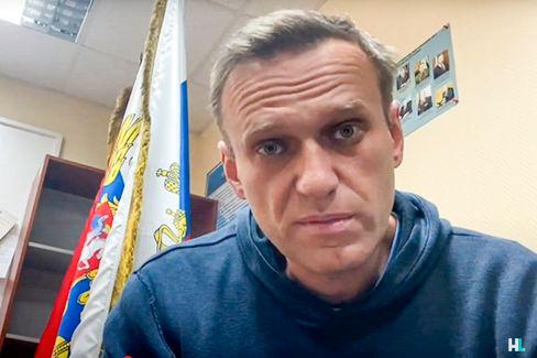 Nawalny während seines Prozesses in einer Moskauer Polizeistation am Montag