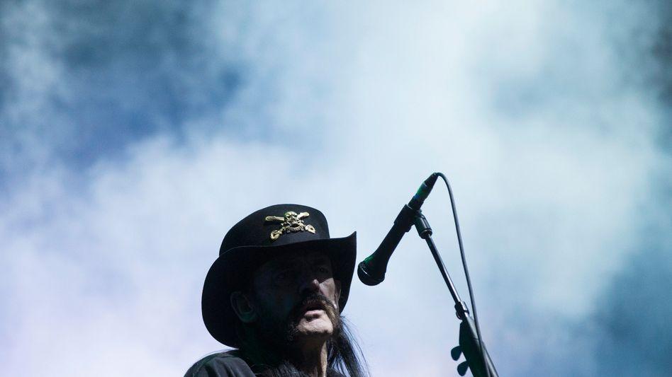 """Lemmy Kilmister: Über 40.000 Unterzeichner wollen dem Sänger und Bassisten mit """"Lemmium"""" ein Denkmal setzen"""