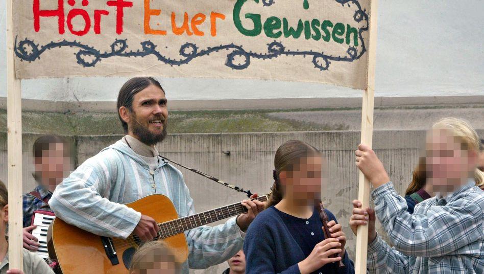"""""""Zwölf Stämme"""" (Archivbild von 2004): Öffentliche Schulen bereiten nicht """"auf das Königreich Gottes"""" vor"""
