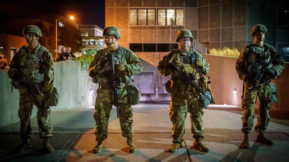Nationalgarde bezieht Stellung in der Stadt Kenosha