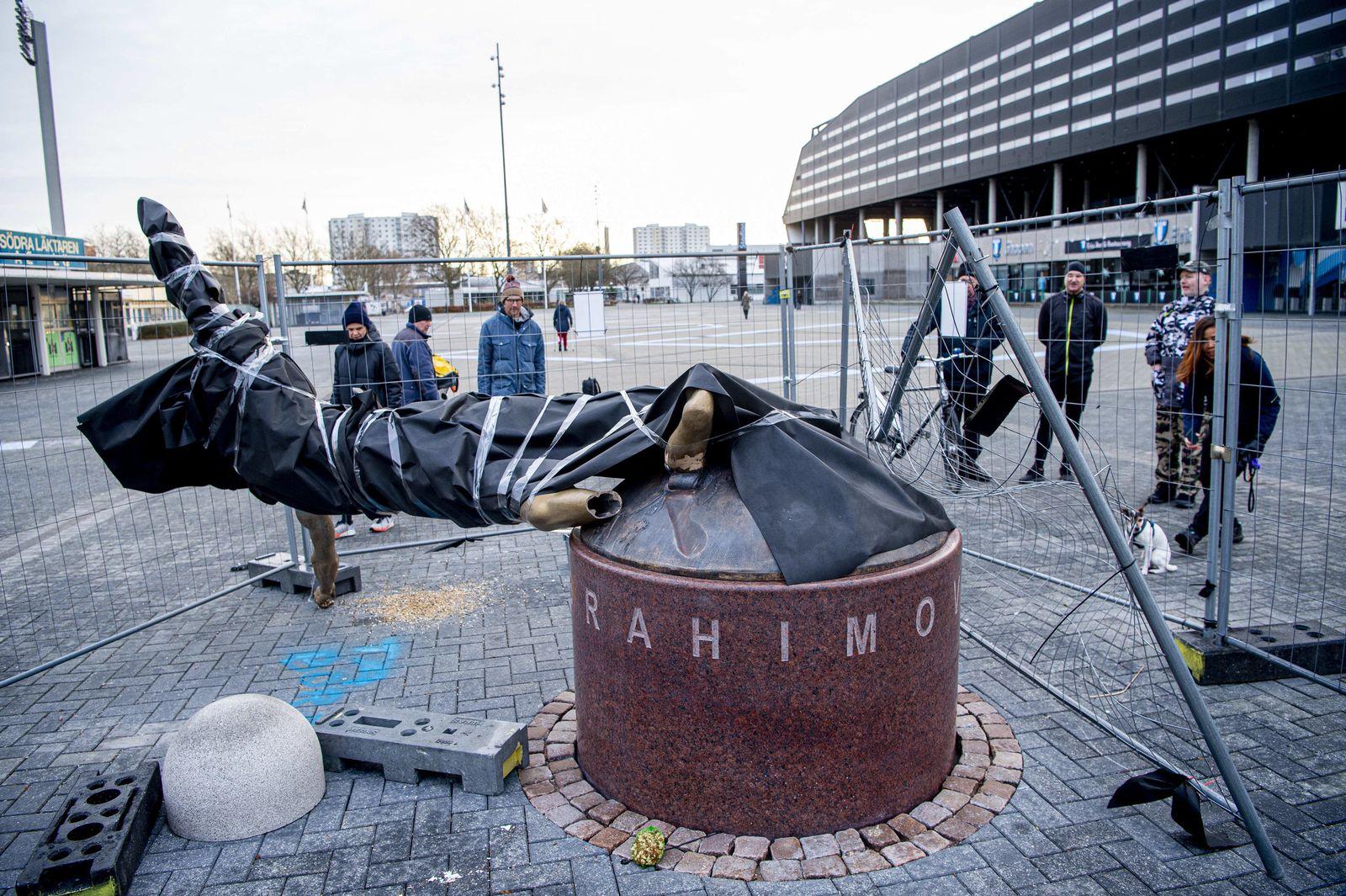 Ibrahimovic-Statue in Malmö an den Füßen abgesägt