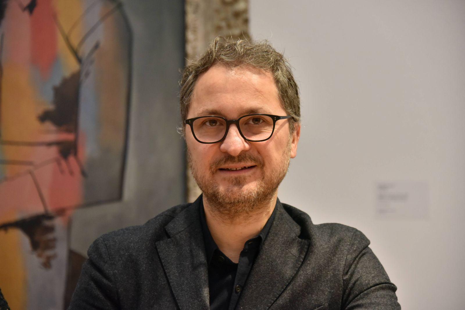 Dr Yilmaz Dziewior Direktor Museum Ludwig Köln am 20 12 2017 in Köln bei der Unterzeichnung des V