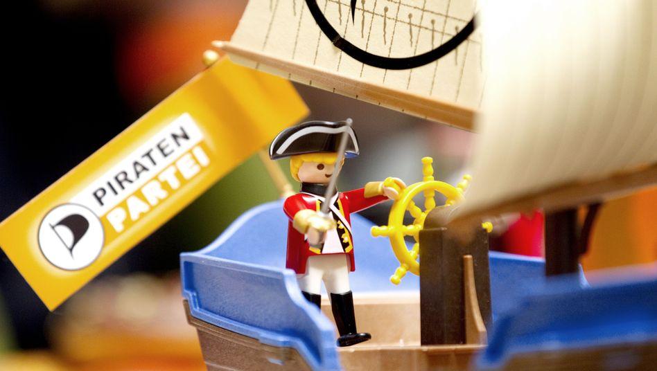 Playmobil-Schiff mit Piraten-Logo: Neue Spielregeln für die Demokratie