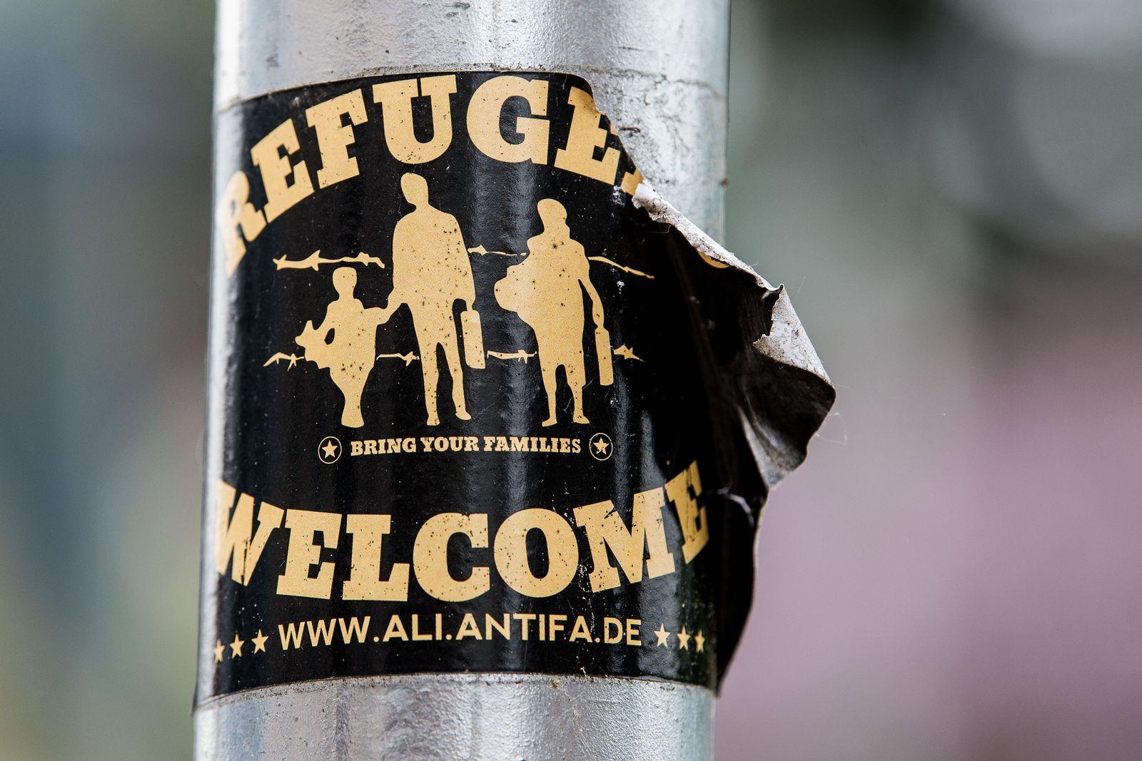 """Refugees welcome"" / Aufkleber"