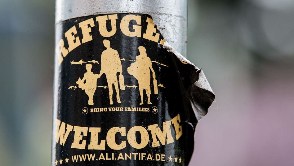 """Refugees welcome""-Aufkleber"