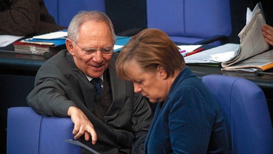 Unionspolitiker Schäuble, Merkel: »Politisch nicht opportun«