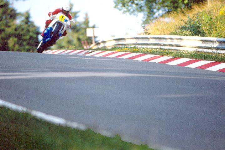 Rekordfahrt im Mai: Helmut Dähne stellte auf einer Honda RC 30 mit 7:49,71 Minuten einen vermutlich ewigen Rekord für Serien-Motorräder auf