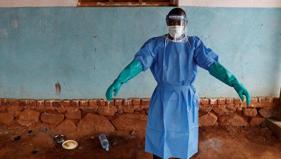 Tödliche Infektionskrankheit: Priester trägt Ebola-Virus in kongolesische Millionenstadt